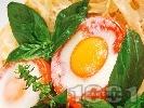 Рецепта Фетучини с домати, пълнени с яйца и пушен бекон